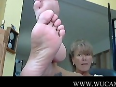 sexy lady and her hot feet 2 polish kis